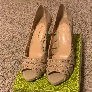 Gianni Bini tan pumps